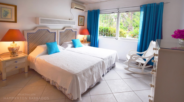 Aquamarine villa in Mullins, Barbados